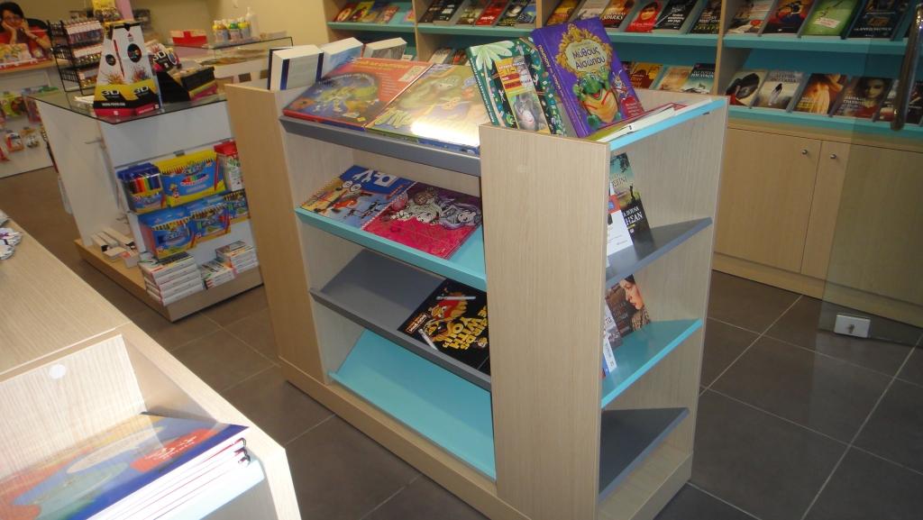 Βιβλιοπωλεία-προβολή-γόνδολες-βιβλια-1024x577.jpg