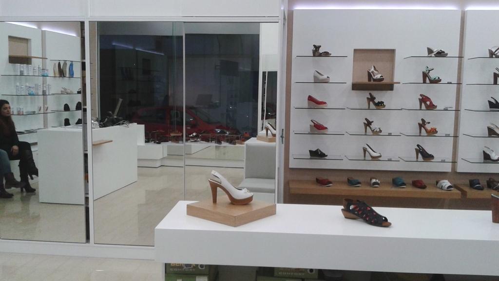 Κεντρικά-έπιπλα-καταστημάτων-παπουτσιών-ορθοπεδικών-ειδών-και-υποδημάτων-1024x576.jpg