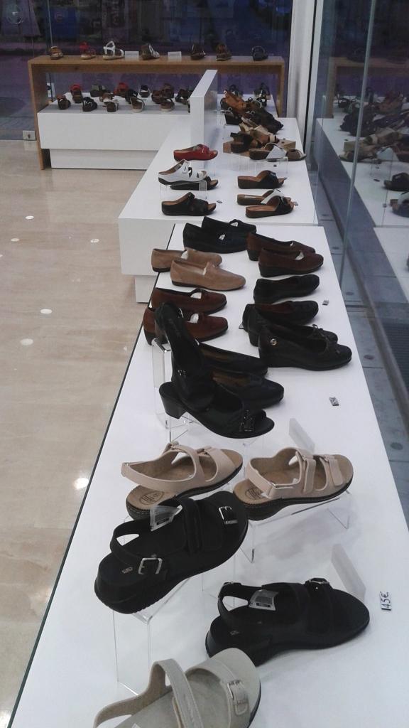 Κύβοι-βιτρίνας-για-υποδήματα-παπούτσια-576x1024.jpg