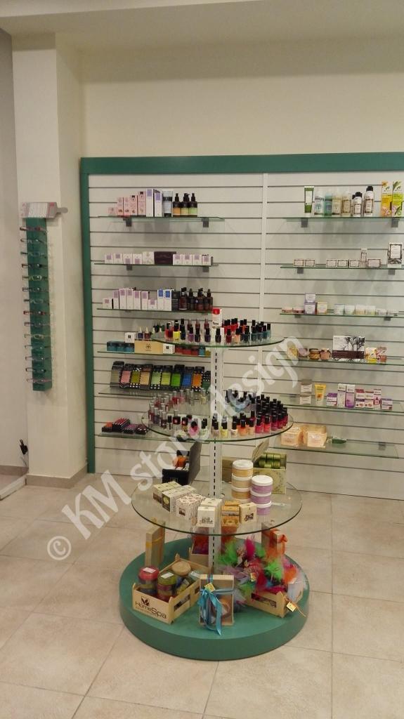 Κεντρικά-έπιπλα-φαρμακείου-γόνδολες-φαρμακείων-έπιπλα-ανακαίνιση-φαρμακείου-κεντρικές-ραφιέρες-καταστημάτων-575x1024.jpg