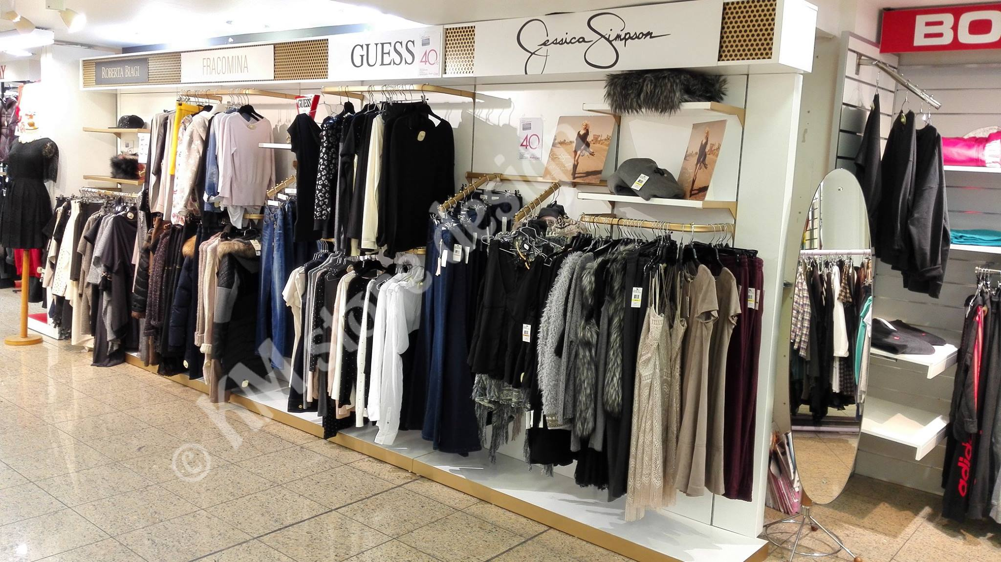 2e14a61b8 Μονάδα ρούχων για καταστήματα ένδυσης κρεμάστρες για ρούχα, ραφιέρες  επίπλωση καταστήματος ρούχων