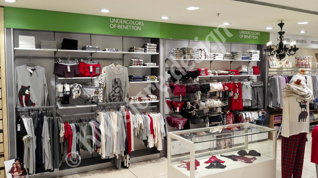 Σύνθεση-για-ρούχα-και-εσώρουχα-United-colors-of-Benetton-στο-hondos-center-Αιγάλεω-1024x575.jpg
