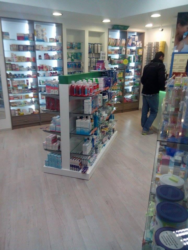 Γόνδολες-φαρμακείου-έπιπλα-για-φαρμακεία-εξοπλισμός-καταστημάτων-κεντρικά-έπιπλα-καταστήματος-1.jpg