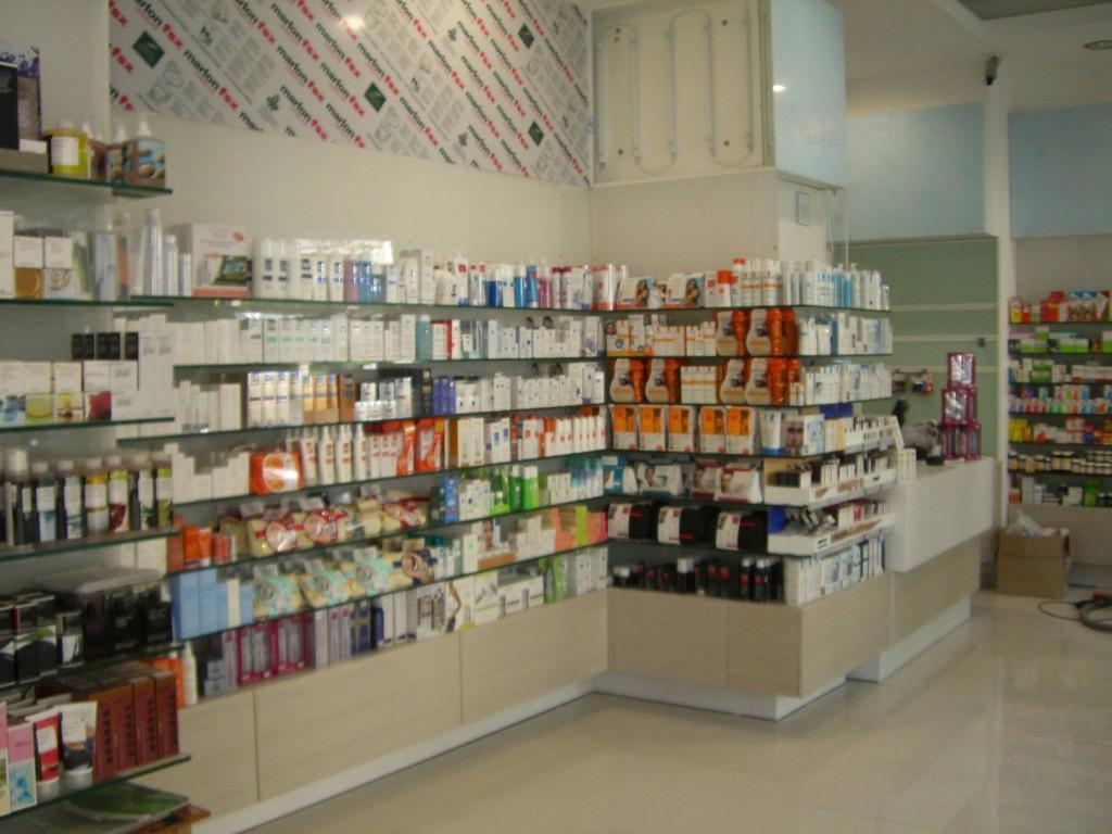 Εξοπλισμός-φαρμακείου-έπιπλα-για-φαρμακείο-ραφίερες-τοίχου-φαρμακείου-1024x768.jpg