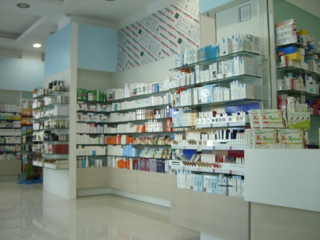 Επίπλωση-φαρμακείου-έπιπλα-καταστημάτων-ραφιέρες-γόνδολες-πάνελ-επιπλώσεις-φαρμακείων-1024x768.jpg