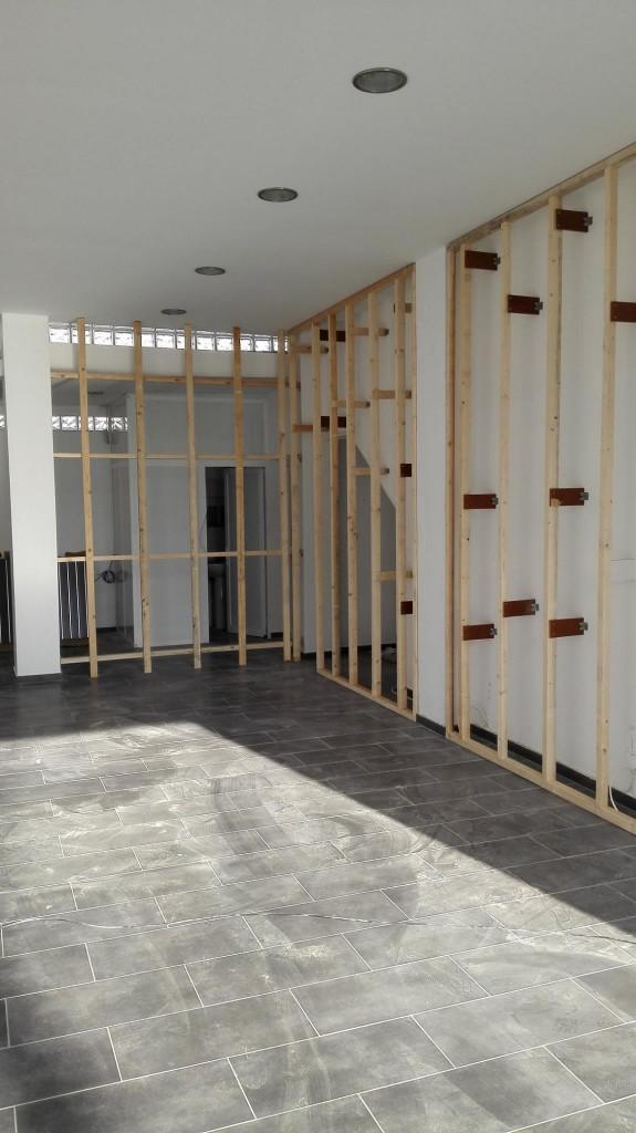 Κατασκευή-υποδομής-για-τοποθέτηση-slat-panel-σε-τοίχο-575x1024.jpg