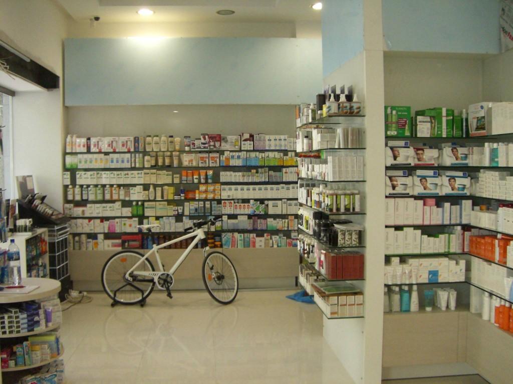 Ραφιέρες-φαρμακείου-έπιπλα-τοίχου-ράφια-έπιπλα-για-φαρμακείο-επίπλωση-καταστημάτων-1024x768.jpg