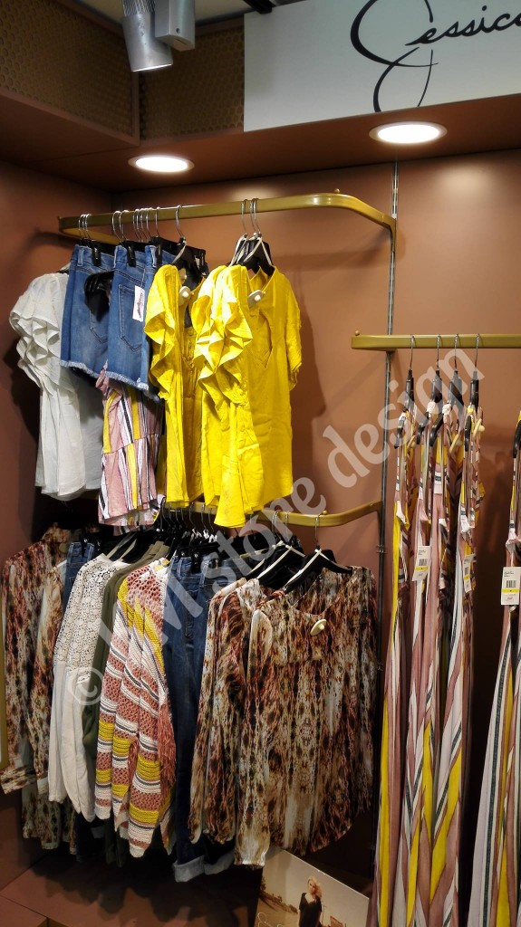 Φωτισμός-τύπου-σποτ-Led-πάνελ-σε-μονάδα-ρούχων-στο-Hondos-Center-575x1024.jpg