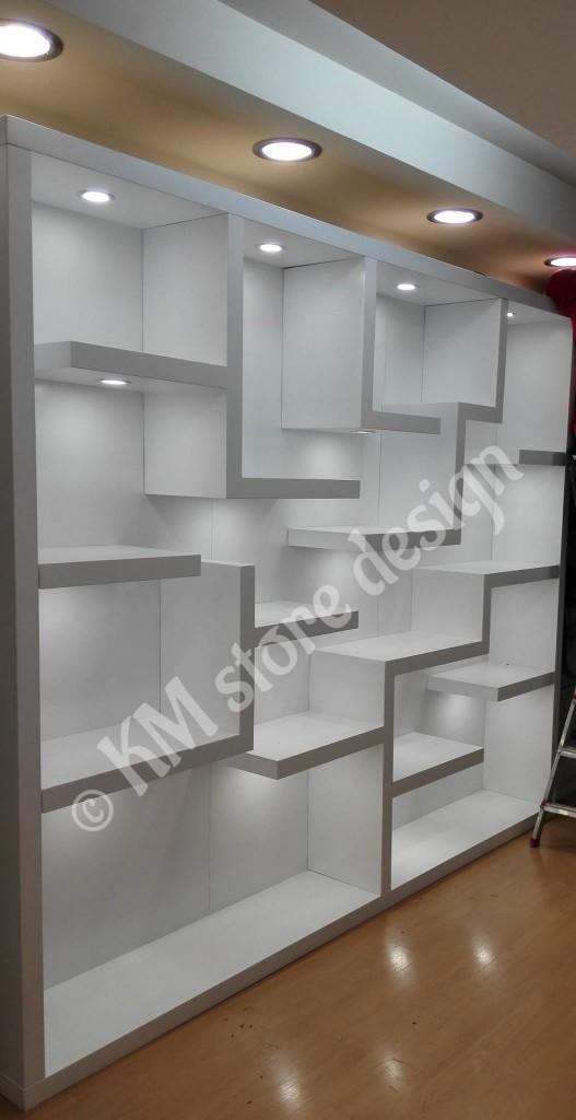 Ειδικές-κατασκευές-για-καταστήματα-τσαντών-έπιπλα-για-τσάντες-527x1024.jpg
