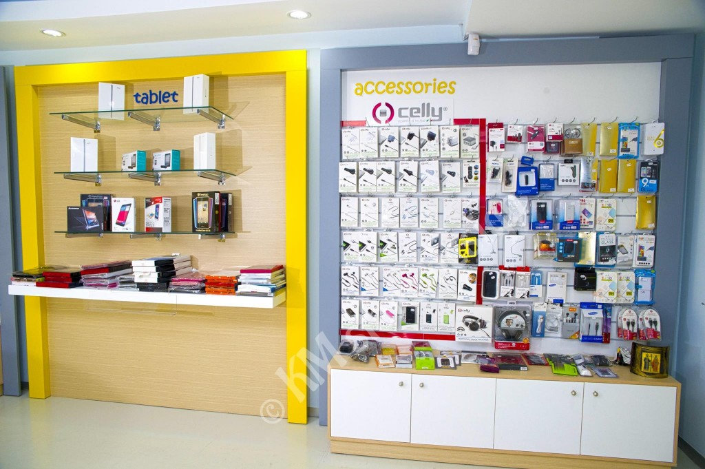 Ξυλουργικές-εργασίες-έπιπλα-καταστημάτων-KM-store-design-Κύπρος-1024x681.jpg