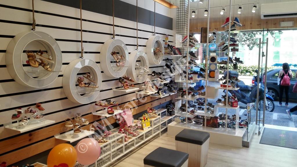 ... Εξοπλισμός-καταστημάτων-έπιπλα-για-καταστήματα-παπουτσιών-1024x575.jpg  ... 56800d1d3c4