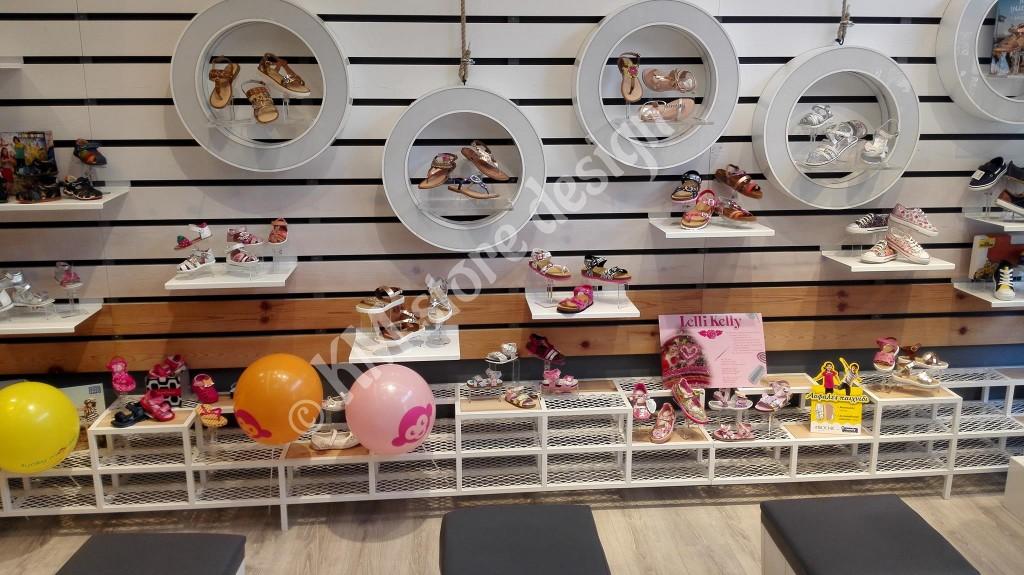 Ράφια-για-παπούτσια-σε-καταστήματα-παιδικής-υπόδησης-1024x575.jpg