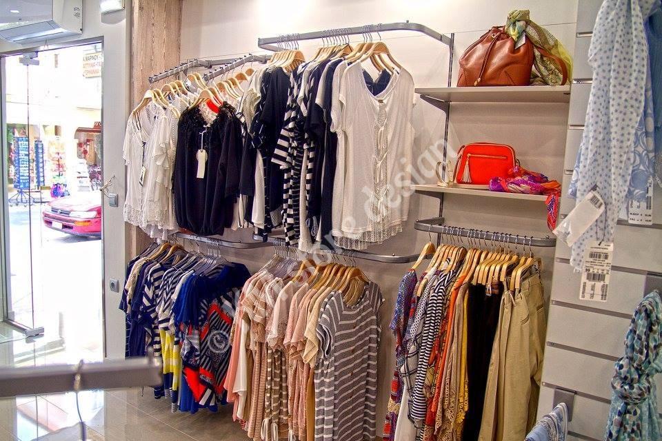 Έπιπλο-κρέμμασης-ρούχων-με-μεταλλικά-εξαρτήματα-κρέμμασης.jpg