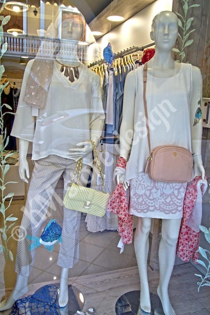 Βιτρίνα-καταστήματος-ρούχων-Ζάκυνθος-683x1024.jpg