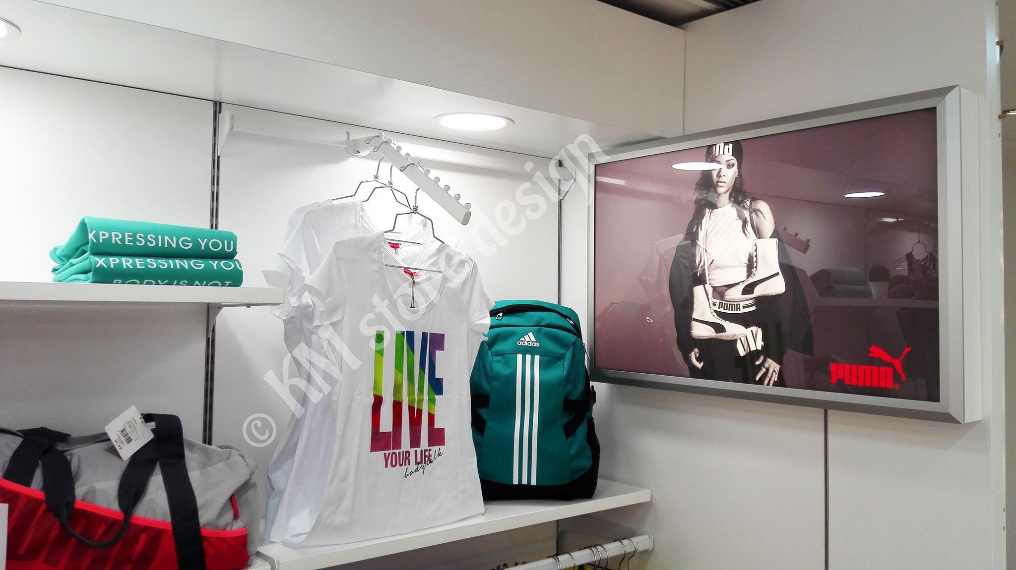 80087597710 Επίπλωση τμήματος αθλητικών ρούχων Hondos Center Περιστέρι ...