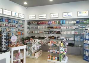 Επίπλωση Φαρμακείου στην Κάλυμνο, γόνδολα φαρμακειου, πανελ διατρητα, γυάλινα ραφια, επιπλα για φαρμακειο