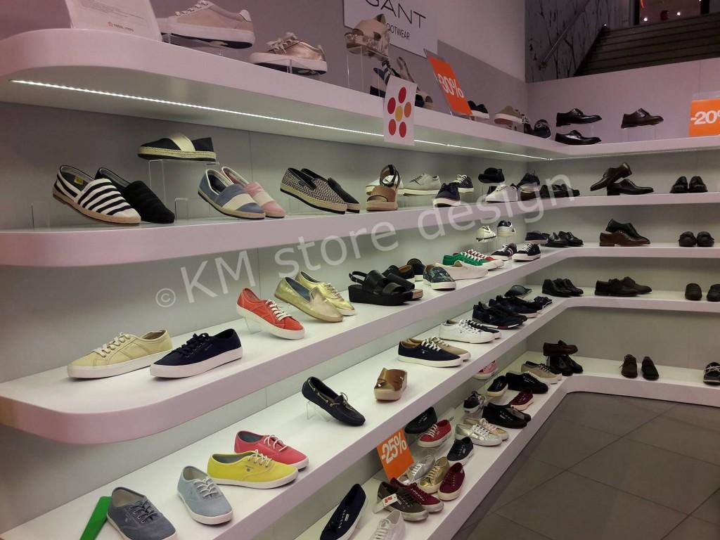 ραφια-τοιχου-ρουχα-παπουτσια-1024x768.jpg