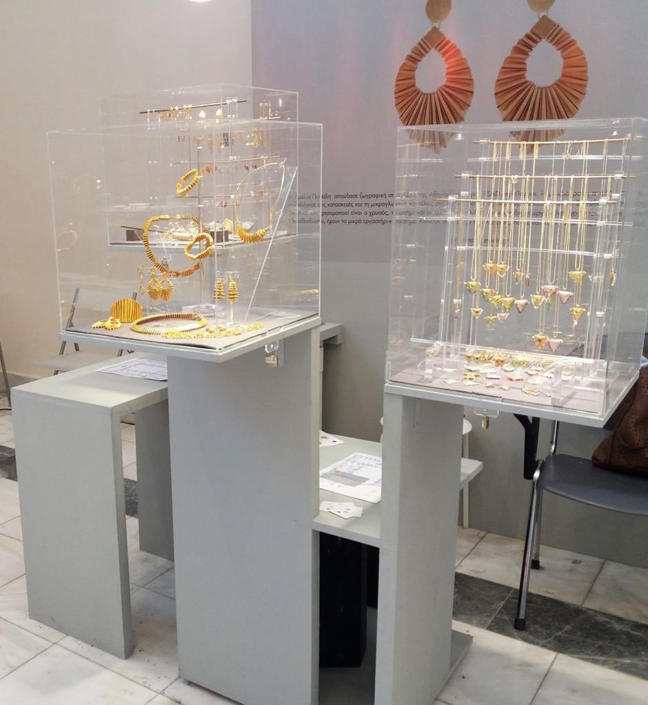 Γυάλινες-βιτρίνες-κοσμήματα-940x1024.jpg