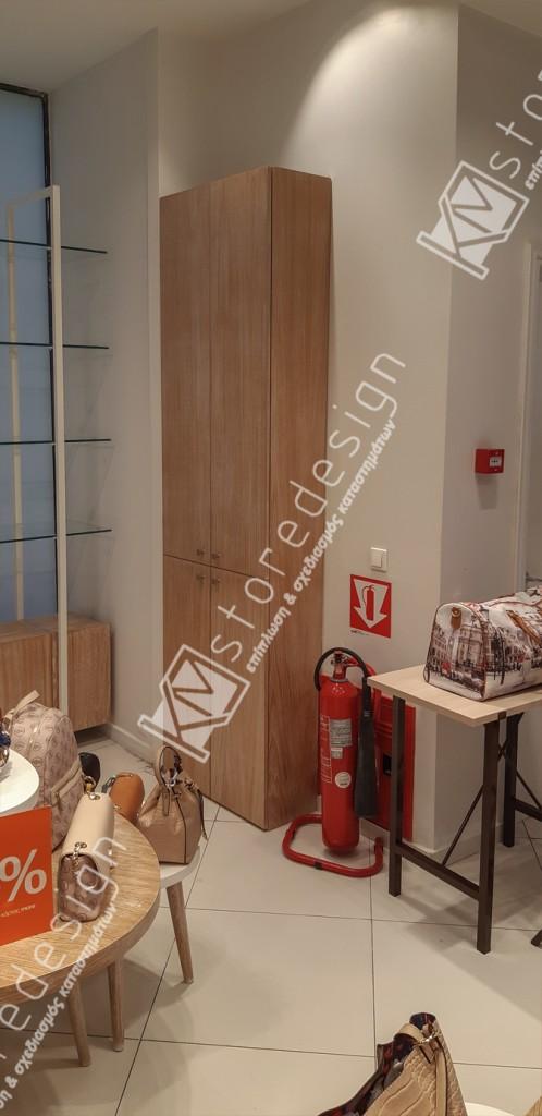 ντουλάπια-για-τσάντες-κατάστημα-498x1024.jpg
