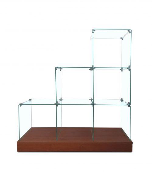 εκθεσιακή γυάλινη βιτρίνα σκαλιέρα