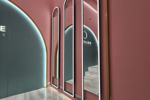 μεταλλικοί καθρέπτες με φωτισμό